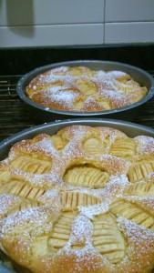 Saliendo muchas Tortas de Manzana